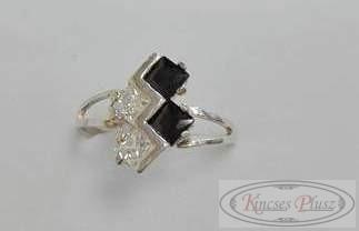 Ezüst 57-es gyűrű fehér és fekete kövekkel