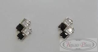 Ezüst stiftes fülbevaló fehér és fekete kövekkel
