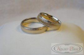 Kétszínű arany karikagyűrű