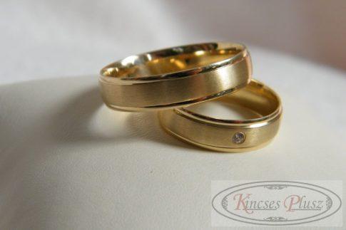 Arany karikagyűrű sárga arany köves