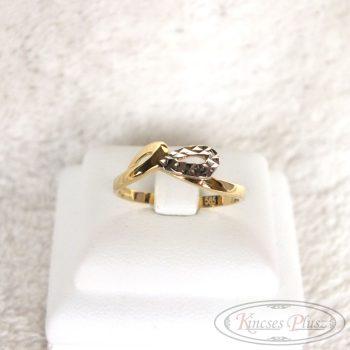 Arany gyűrű 54-es fehér arannyal díszítve
