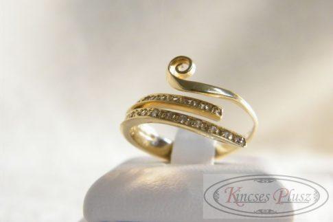 Arany köves gyűrű 52-es méret