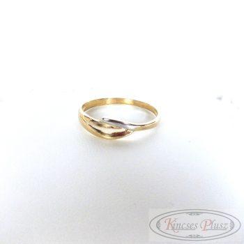 Arany gyűrű 55-ös kis fehér arany díszítéssel