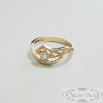 Arany gyűrű áttört mintával, fehér kővel 52-es