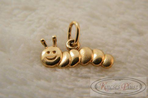 arany medál aranyos kis hernyó formájú